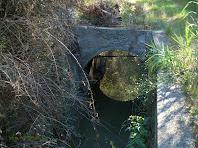 Detall d'un dels ponts del canal