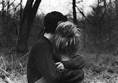 y abrazame muy fuerte amor quedate aquí a mi lado, y tápame que la sociedad me da frio...