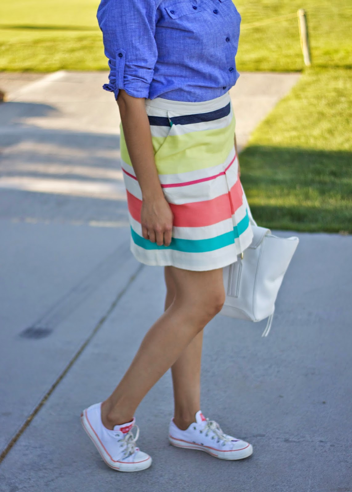 Sporty chic, converse fashion blogger, style bloggers in converse, sneakers fashion bloggers