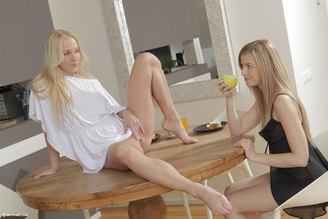 Lindas e deliciosas lésbicas novinha transando