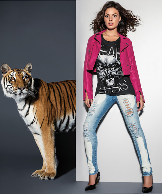 Look: Jaqueta Pink, Túnica, calça jeans e scarpin