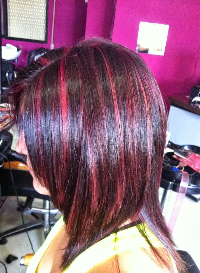 Cabello negro con mechas rojas imagenes