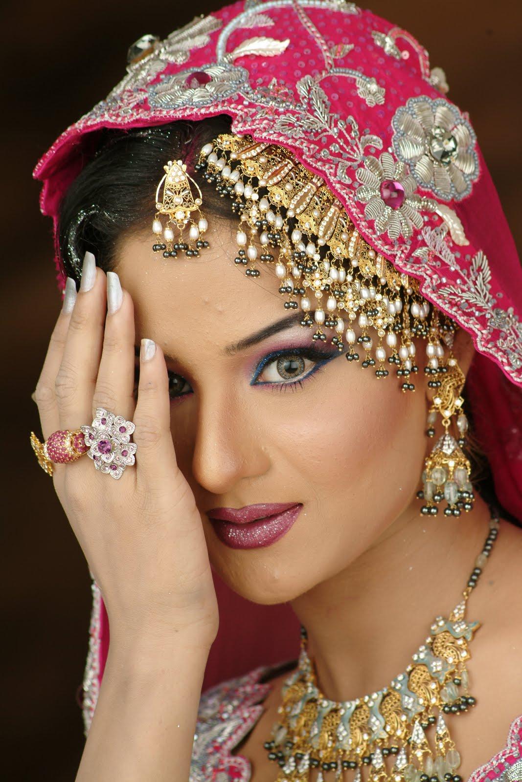 gold item photo: Bridal Jewelry Latest Gold Sets photos