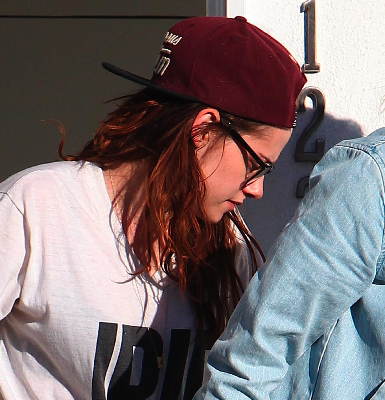 http://2.bp.blogspot.com/-sSR-PDlN6KY/US5TPnId7yI/AAAAAAAAVuA/39tXthX_7yU/s1600/Kristen-Stewart-Los-Angeles-1.jpg
