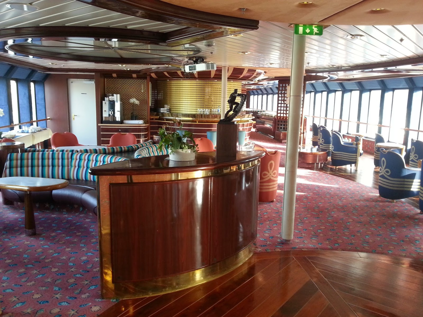 Hurtigruten MS Polarlys - Observation Lounge