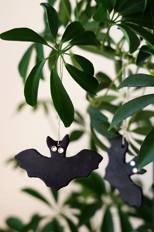 DIY air drying clay bats for Halloween, tutorial by Alicia Sivertsson, 2015. Alicia Sivert, aliciasivert, skapa, skapande, fladdermöss, fladdermus, bat, lufttorkande lera, das pronto