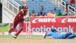 Dinesh-Karthik-Run-out-appeal-by-Denesh-Ramdin-West-Indies-vs-India-Tri-Series-2013