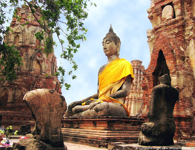 Pendant ce temps, à Ayutthaya...