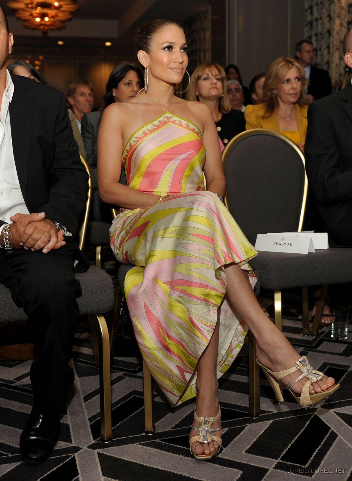 http://2.bp.blogspot.com/-sT6Lbd_LMZ8/Ti1_mMjhucI/AAAAAAAABl4/1Xlg-IeL6Ys/s1600/Jennifer-Lopez-Feet-183443.jpg