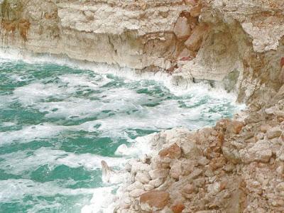 Susutnya air Laut Mati