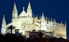 Vista nocturna de la Catedral de la Seu