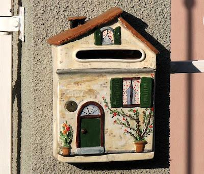 House-shaped mailbox, Livorno