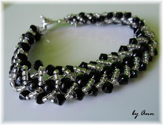 bransoletka czarna srebrna koraliki