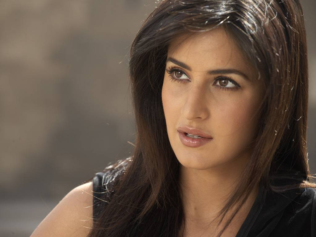 Indian Celebrity ZOON: Katrina Kaif New Style Wallpaper And Biography