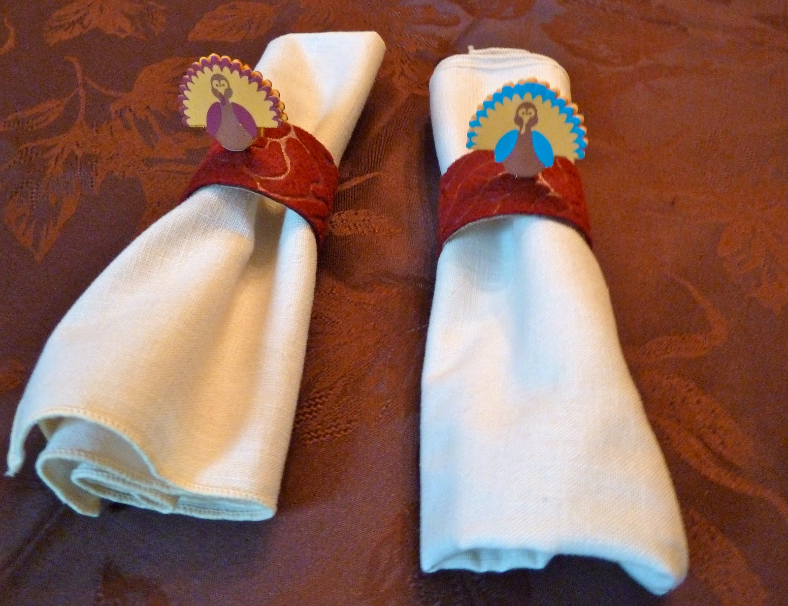 make it easy crafts recycled thanksgiving turkey napkin rings. Black Bedroom Furniture Sets. Home Design Ideas