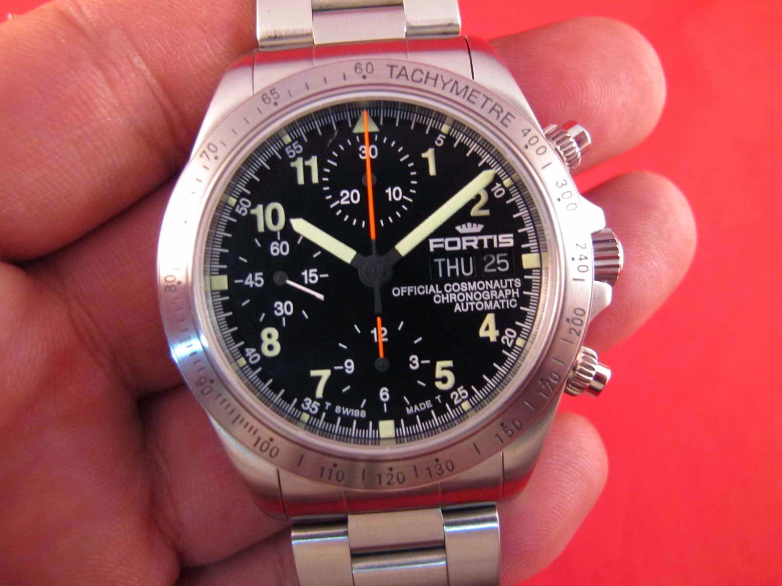 New Old Stock lengkap dengan box dan papersnya Cocok untuk Anda yang memang sedang mencari jam tangan Chronograph NOS Swiss made FORTIS