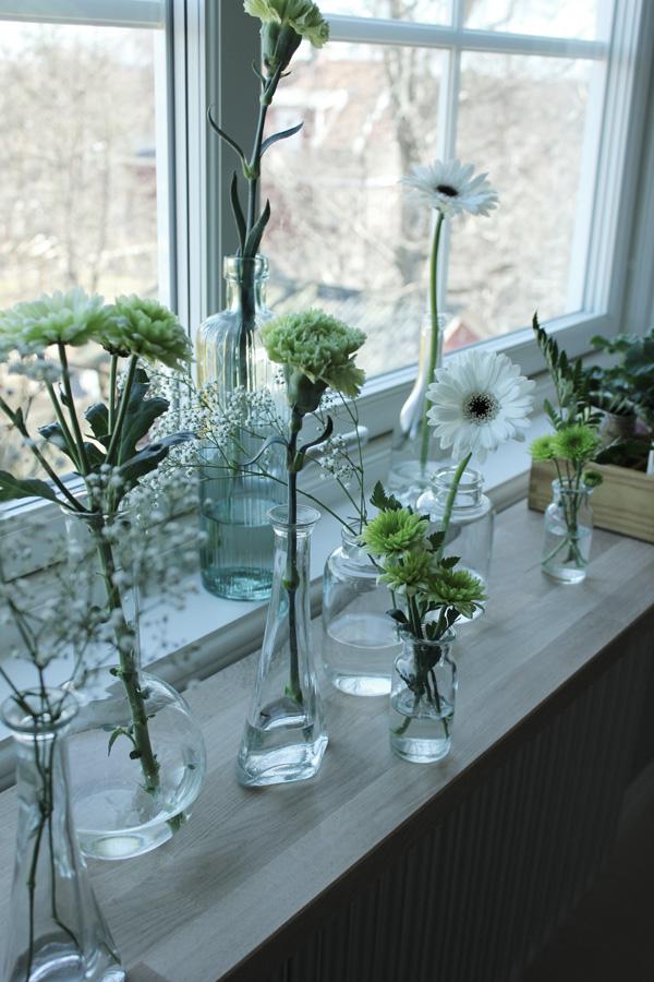 blommor i flaskor