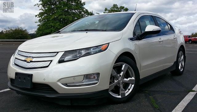 2013 Chevrolet Volt front 3/4
