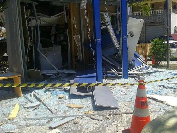 Terminal de autoatendimento ficou destruído com explosão. (Foto: Site Alta Pressão Online)