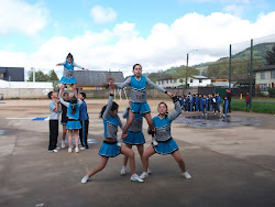 Grupo de CheerLeaders del Colegio