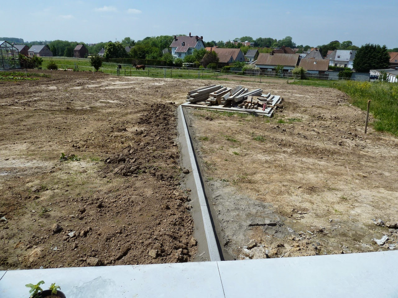 La construction de notre maison jardin et plantations for Amenagement parking jardin