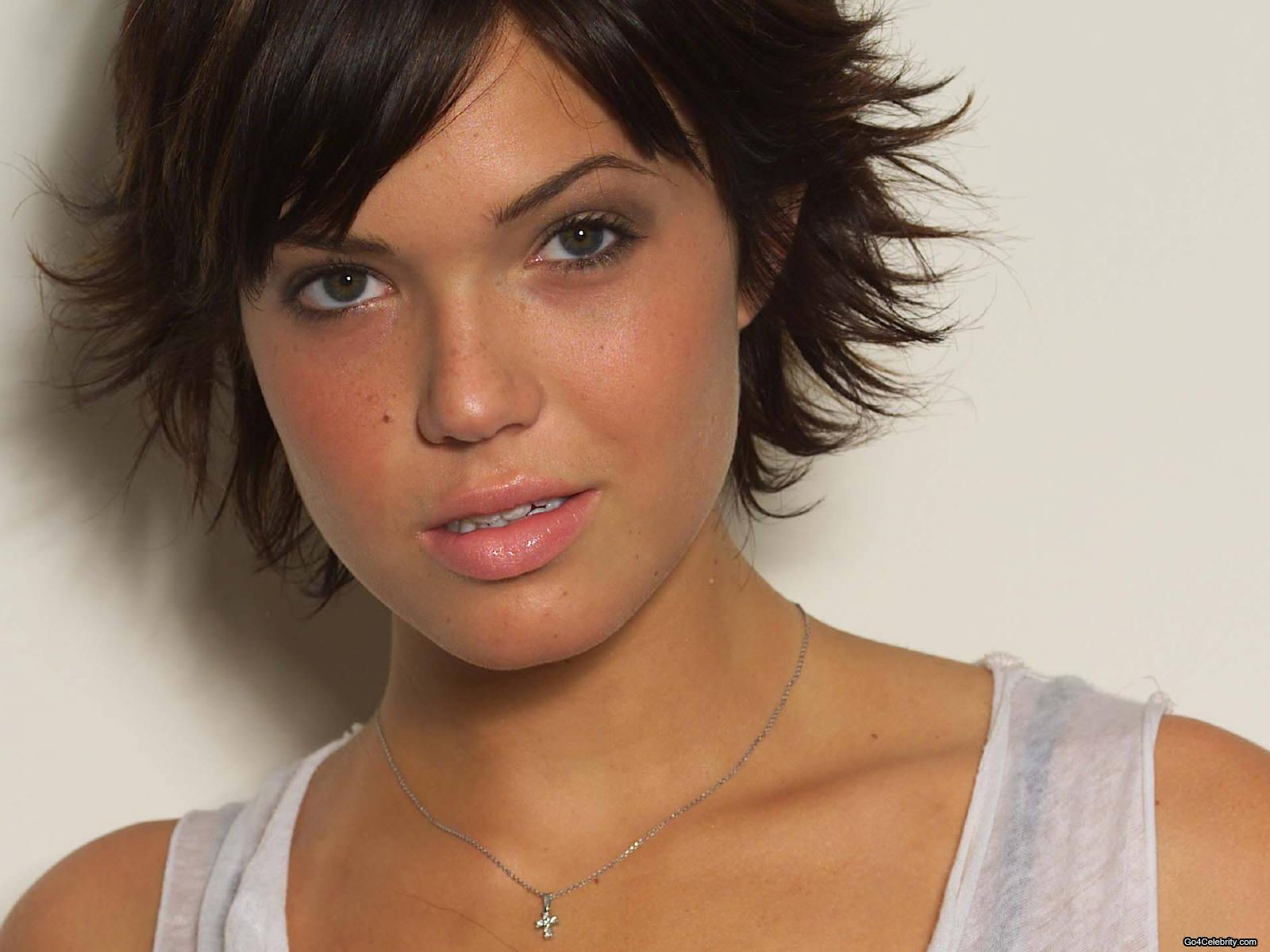 Mandy Moore Photo Galleries