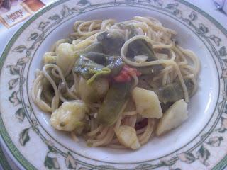 spaghetti con fagiolini, pomodoro e patate