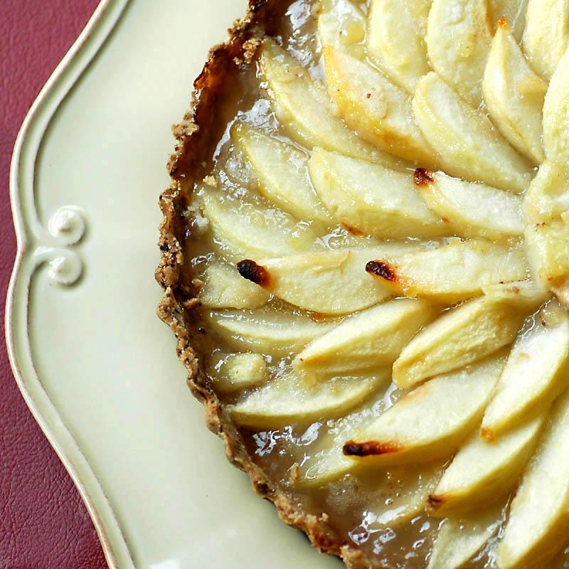 Pear Tart with Pecan Crust