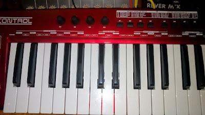 Клавиатура для компьтера Behringer UMX 490