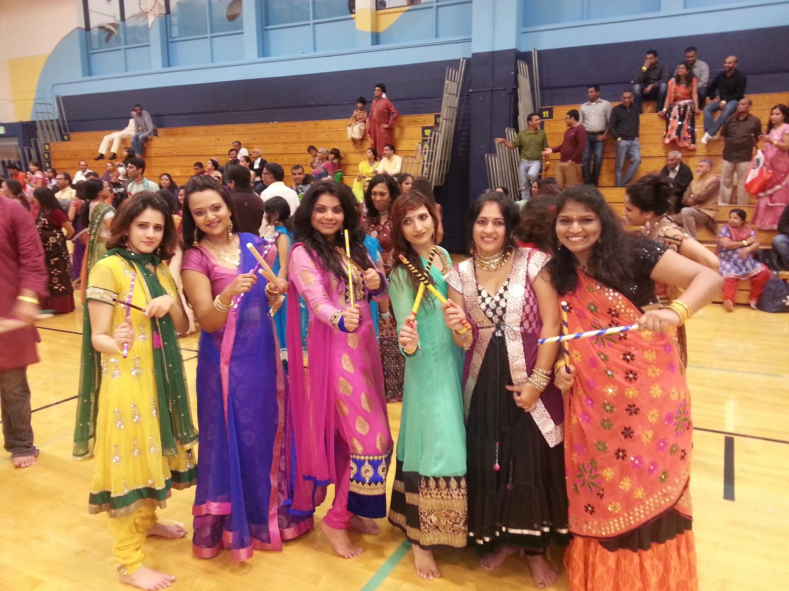INdian women in festive clothes, indian fashion, Indian festivals in seattle, Indian events in USA, Seattle indian Navarati, Seattle Gujartai cultural  society, Ananya's Dandiya experience