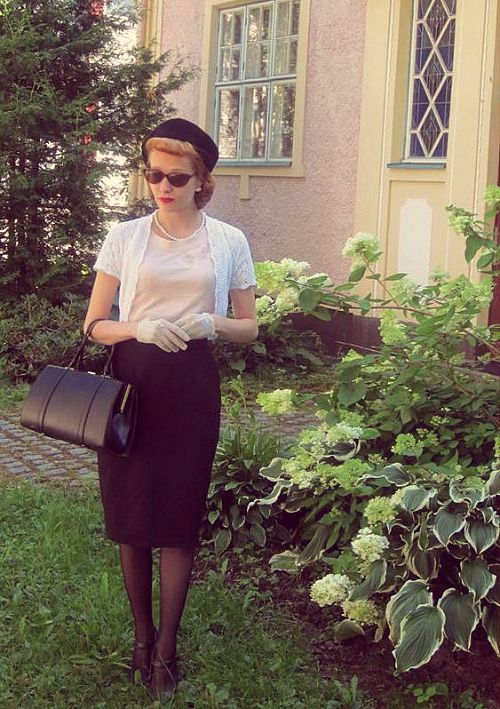 How to Wear a Pillbox Hat - Sara of Ladylike Delicacy
