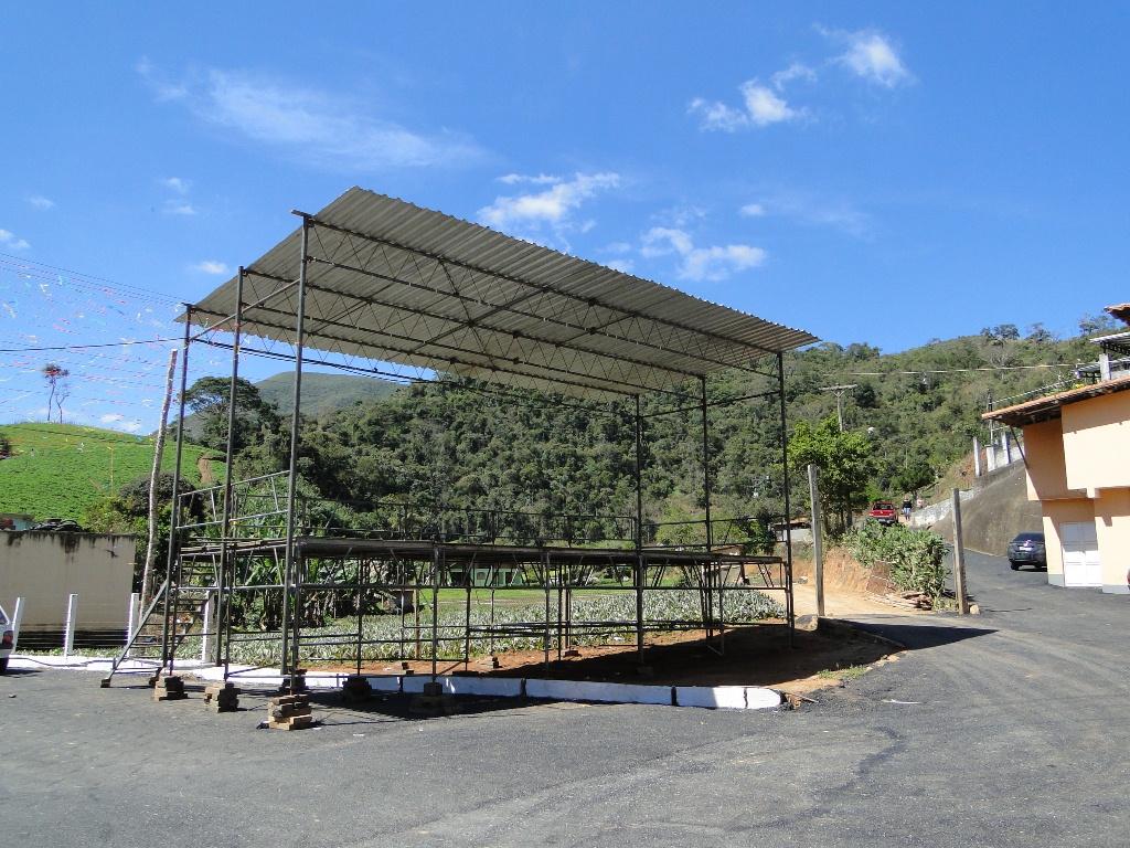 O palco já está montado em frente à Igreja de Santa Rosa