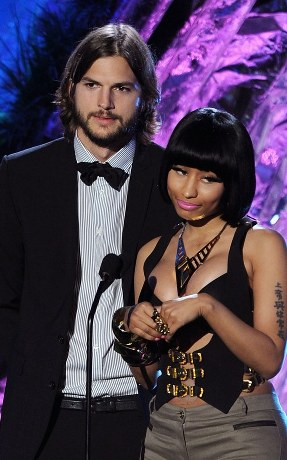 nicki minaj 2011 mtv movie awards. Nicki Minaj y Ashton Kutcher