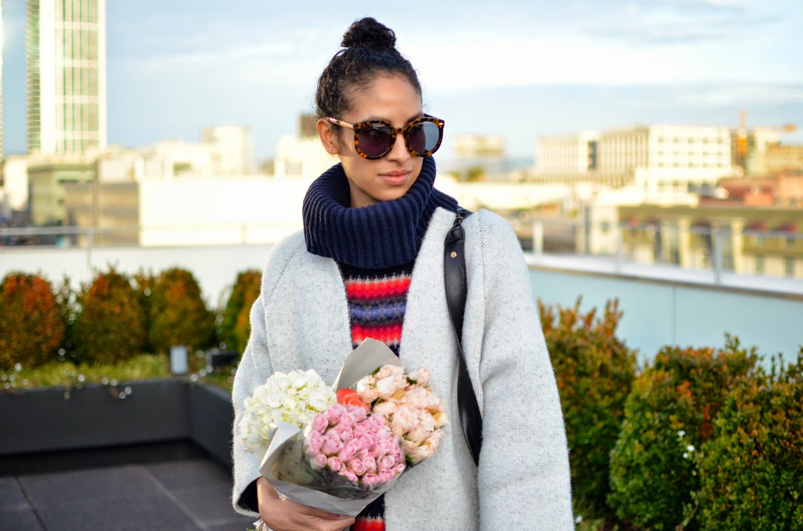 zara, white coat, how to wear contrasting prints, pink roses, bottega vendetta, leather handbag