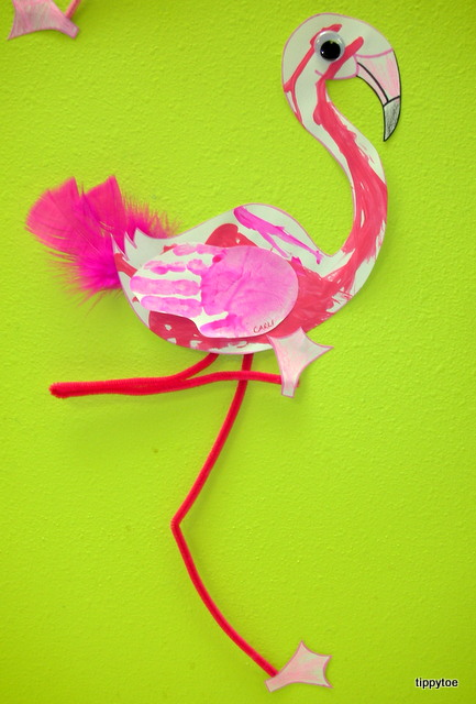 Tippytoe crafts feather painted flamingos for Flamingo feather paint