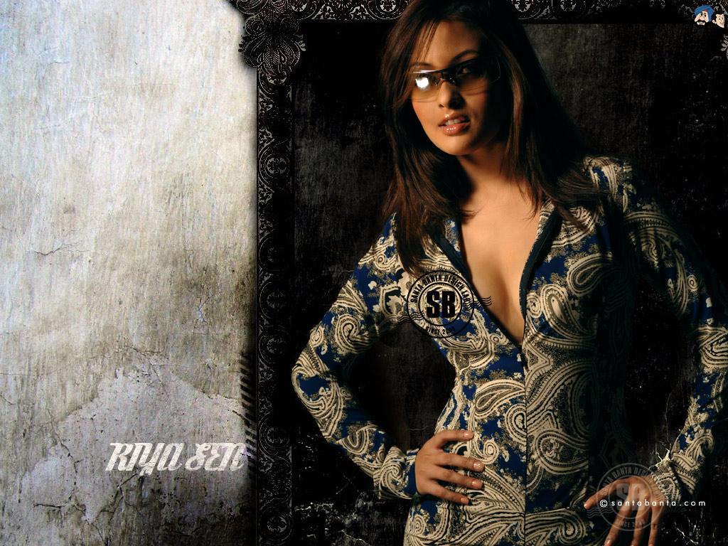 http://2.bp.blogspot.com/-sWomqoKiHLI/TgixJaLqDGI/AAAAAAAABmE/ywlgEBHaL1A/s1600/Riya+Sen+Hot+Wallpapers17.jpg