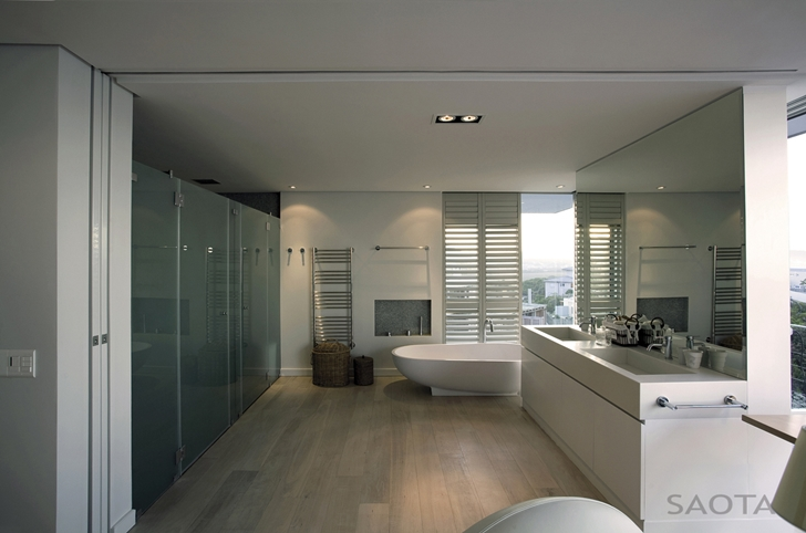 Modern bathroom in Beautiful Plett 6541+2 Home by SAOTA