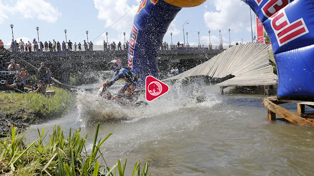http://www.redbull.com/en/motorsports/offroad/episodes/1331735594023/red-bull-romaniacs-2015-day-2