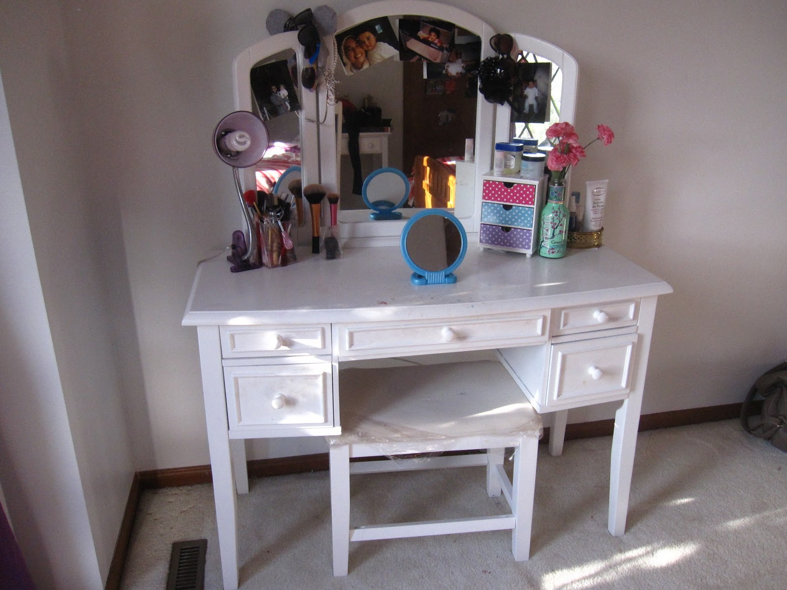 my make up vanity part one townhouse palette. Black Bedroom Furniture Sets. Home Design Ideas