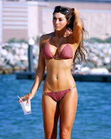 English: Luisa Zissman Magenta Bikini Dubai‭ ‬December‭ ‬29,‭ ‬2013