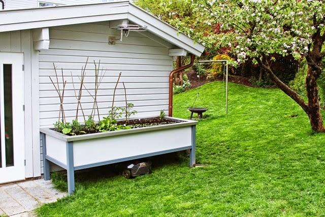 die kunst den alltag zu feiern was macht eigentlich frau papagenas hochbeet. Black Bedroom Furniture Sets. Home Design Ideas