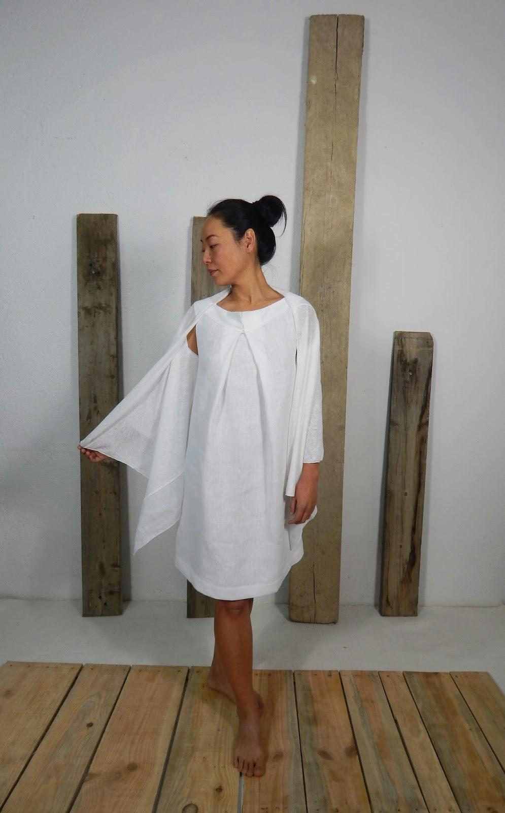 mujer especial, vestido blanco Bras, diseñador