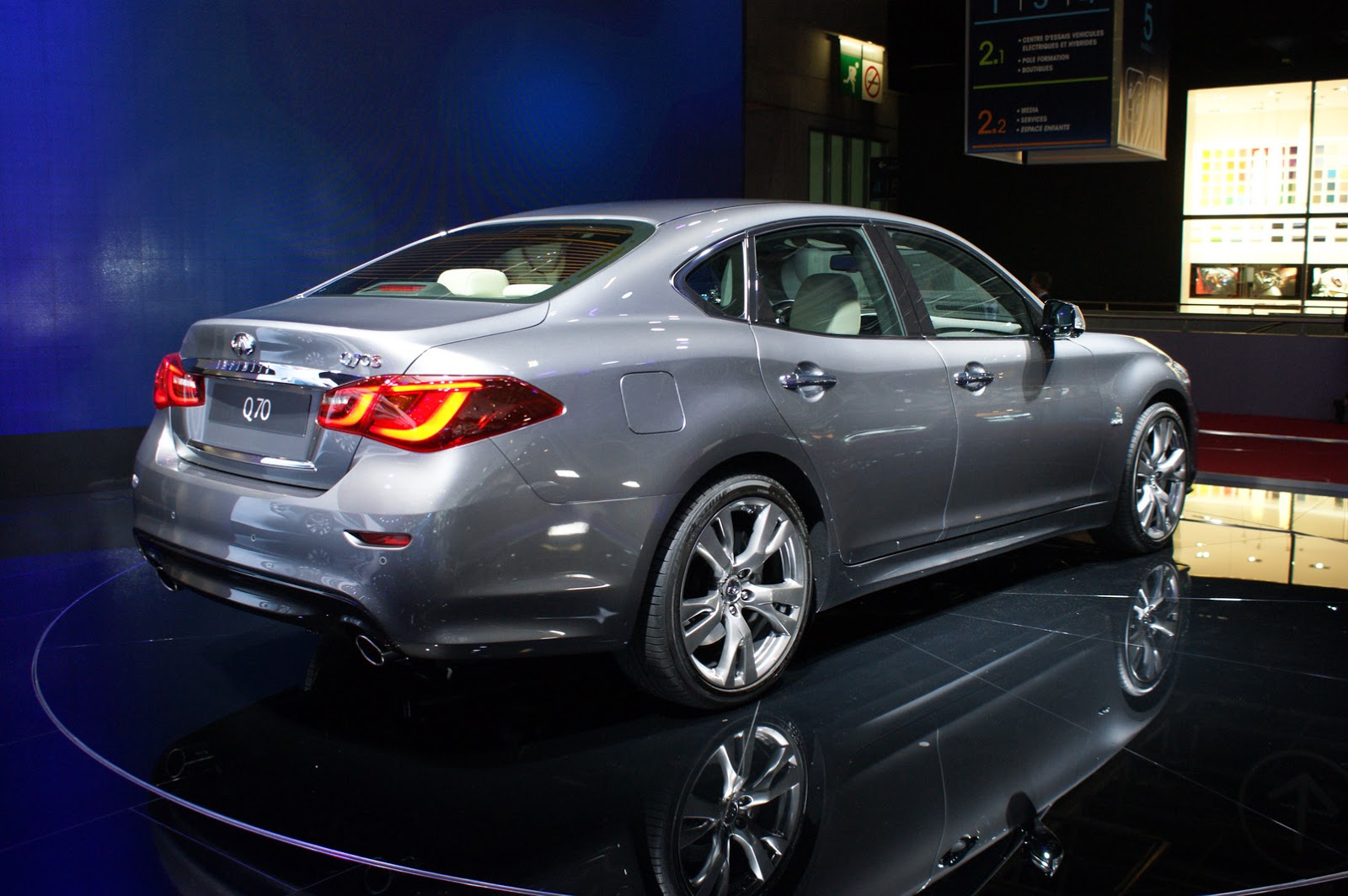 facelifted infiniti q70 arrives in paris with new diesel lump carscoops. Black Bedroom Furniture Sets. Home Design Ideas