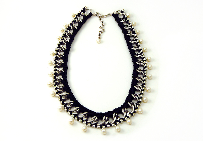 Design Thrift Blog: DIY crochet pearl collar necklace inspired by venessa arizaga