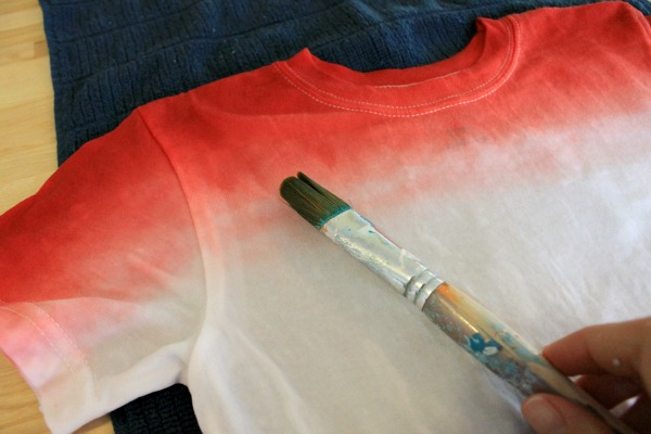 ombre rit dyed t-shirt. JoAnn craft challenge #fourthofjuly #redwhiteandblue #patriotic #summer