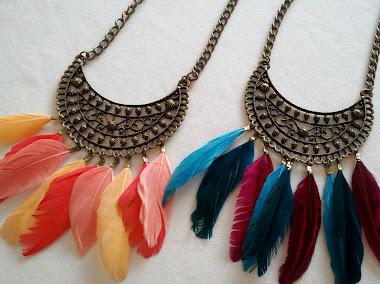 Gargantilla con plumas, hay muchos mas colores!
