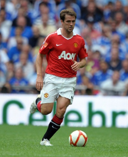Michael Owen Manchester United sign contract extension