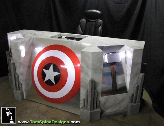 Escrivaninha dos Vingadores The-Avengers-Movie-Themed-Desk-2