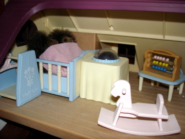 Sylvanian Families Oakwood Manor Bramble Hedgehog babies nightlight nursery
