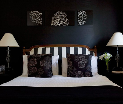 Cabeza bipolar locas por las rayas for Dormitorio oscuro